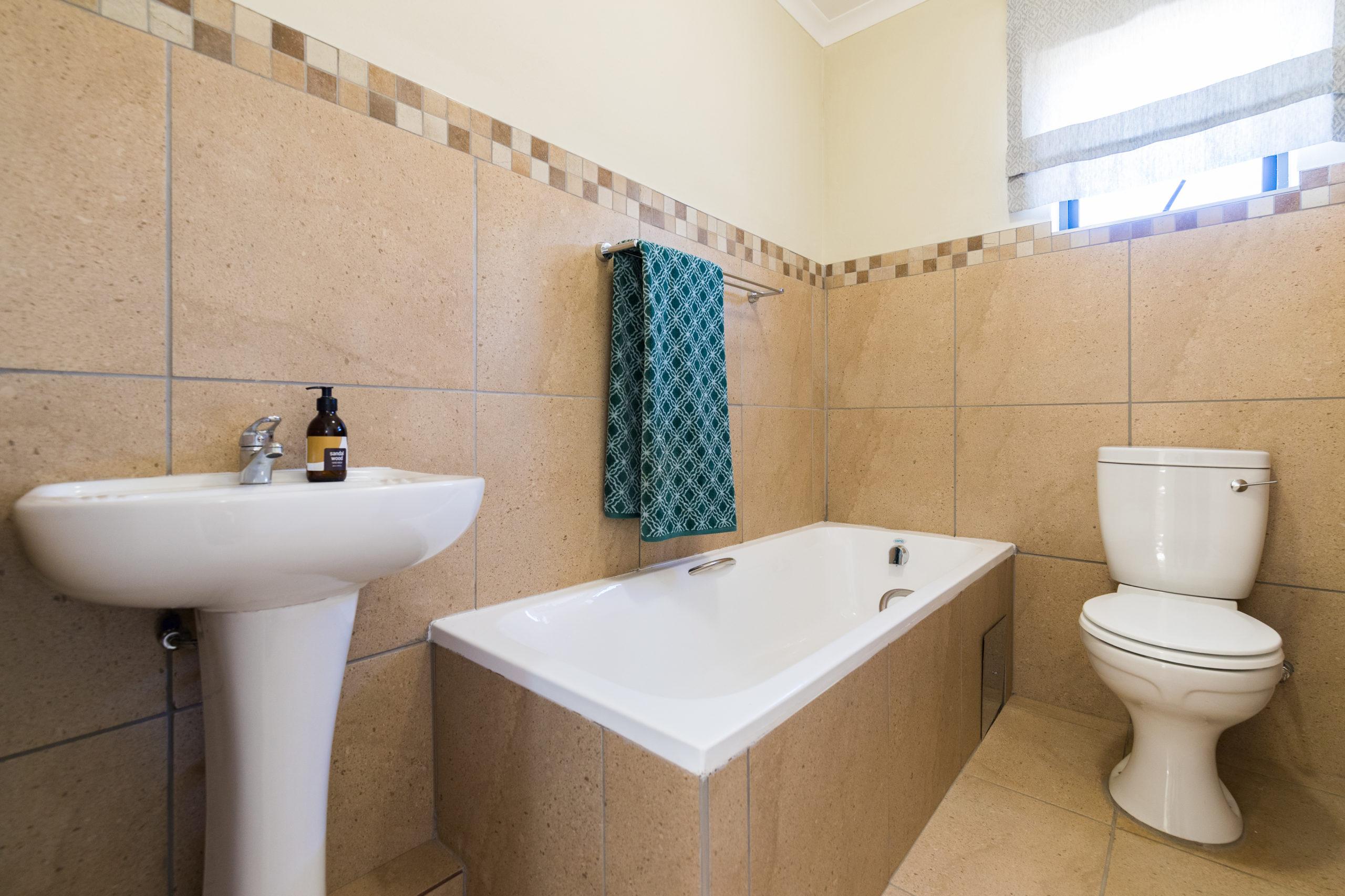 Royal Cradle, Homes for Sale in Mindalore, Gauteng - Bathroom