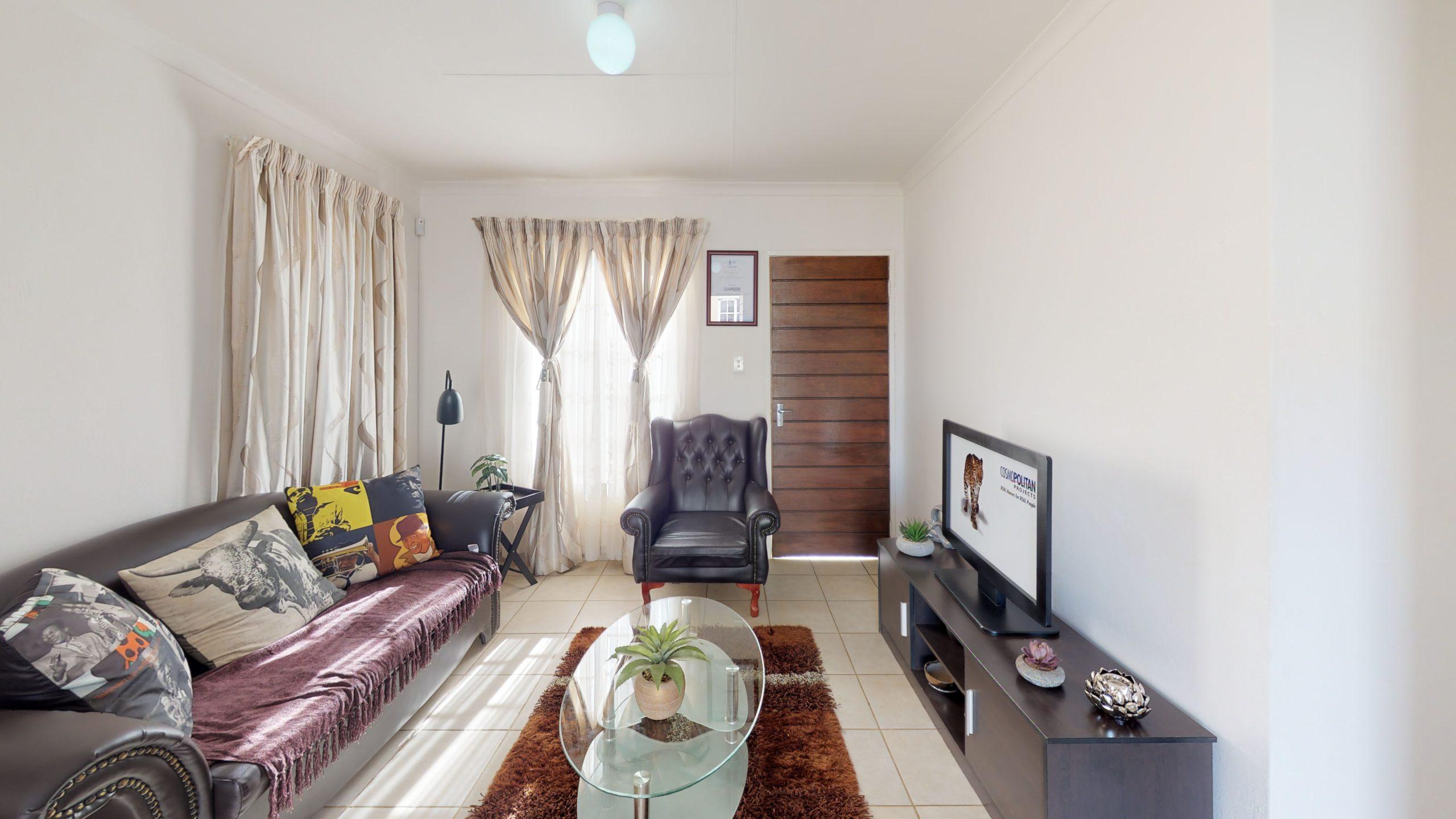 Windmill Park, Homes for Sale in Vosloorus, Gauteng - Lounge